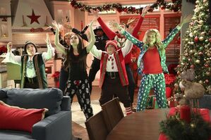 1x14 - The Girls of Christmas Past - Still10