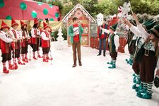1x14 - The Girls of Christmas Past - Still14
