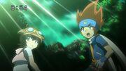 Gingka y Madoka sorprendidos por el poder de la maniobra especial de Yu