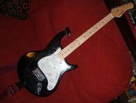 DSCF3169 Behringer Guitar