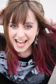 Allisyn-ashley-arm-and-pink-highlights-gallery