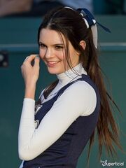 Kendall-jenner-cheerleading-outfit-1221-8-435x580