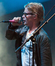 Macaulay Culkin singing (2010)