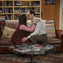 Sheldon finally makes out with Amy on their fifth anniversary.