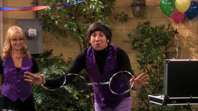 File:Howard showing his magic trick.jpg