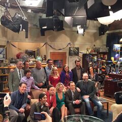 200th Episode cast/crew photo.