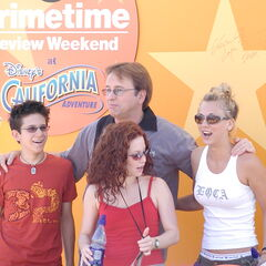 Kaley with the 8 Simple Rules cast.