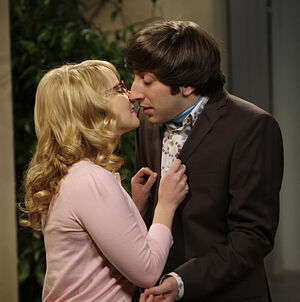 Howard and Bernadette kiss