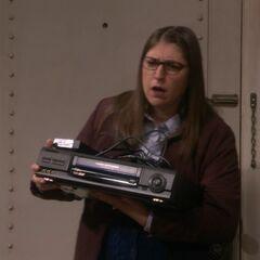 Amy borrows Howard's VHS player.