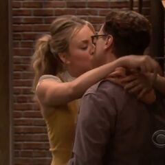 Leonard and Penny kiss.