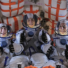 Behind the scenes:Simon Helberg, Pasha Lychnikoff, Mike Massimino (@Astro_Mike).