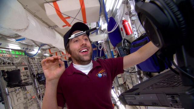 File:S6EP01 - Howard in space.jpg