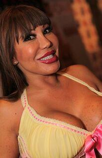 390px-Ava Devine - 2013 AVN Expo Photos Las Vegas (8416915144)