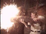 Der 6-Millionen-Dollar-Mann - S03E16 - Bigfoot Und Die Ausserirdischen - Teil 1.avi 001679560