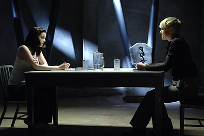 File:Michelle Ryan as Jaime Sommers, Molly Price as Ruth.jpg