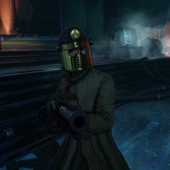 <i>Un agente escopetero con casco de metal.</i>