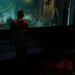 <i>Una siniestra mirada detrás del quiosco de prensa.</i>