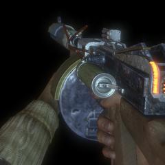 Tamamen yükseltilmiş Makineli Tüfek.