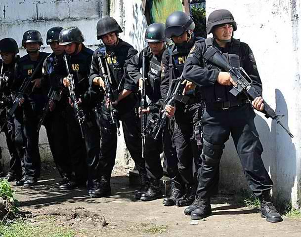 Lêer:SWAT police team.jpg