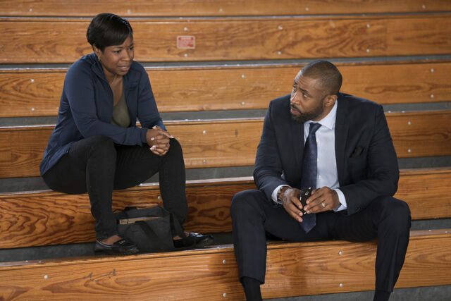 File:Black Lightning 1x02 promotional photo 04.jpg