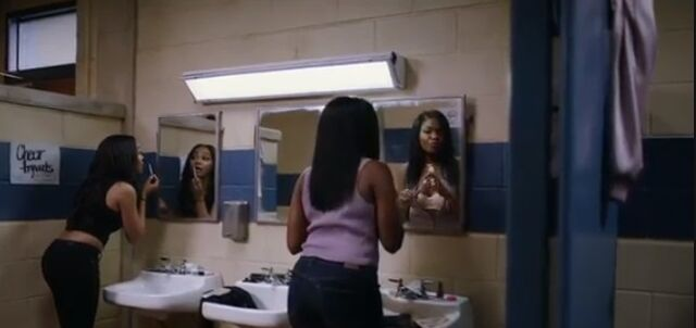 File:BL-1x01-Screencap-48-Jennifer-Kiesha.jpg