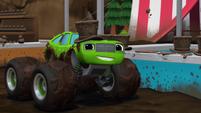 S1E13 Pickle wears a mud hat
