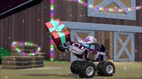 S2E6 Starla catches her present