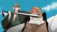 O140 Kisuke przykłada Benihime do głowy Yammy'ego