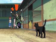 O15 Jinta i Ururu patrzą na uradowanego widokiem Yoruichi Uraharę