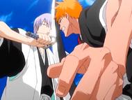 O22 Ichigo krzyżuje miecz z Ichimaru