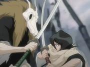 Rukia es atacada por un hombre misterioso