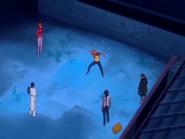 O20 Kisuke spogląda na zaskoczonego widokiem Orihime, Sado i Uryu Ichigo