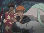 Ichigo menahan Di Roy