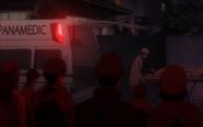 Odc345 Ishida wnoszony do ambulansu