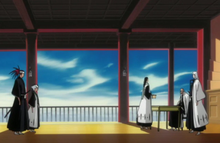 Byakuya présentant le badge de Ichigo