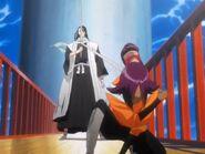 Yoruichi powstrzymuje Byakuyę
