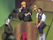 O66 Ichigo odbiera kolejny telefon w obecności Kona, Tessaia, Uryu, Renjiego i Kisuke
