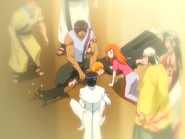 O25 Orihime, Uryu, Sado, Kukaku, Ganju, Koganehiko i Shiroganehiko próbują uratować ogon Yoruichi przed uściskiem Ichigo