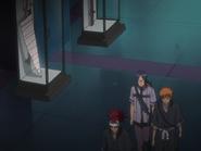 O66 Uryu, Ichigo i Renji odkładają swoje bronie do gablot