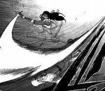 Hirako esquiva el ataque de Kaname
