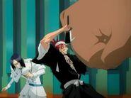 Renji protects Uryu