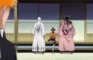 Yoruichi explains the situation to Kyoraku and Ukitake