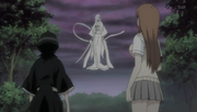 Sode no Shirayuki asistiendo a Rukia y Orihime