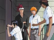 O65 Uryu, Renji, Ichigo i Sado włamują się do mieszkania koleżanki