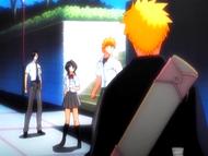 O14 Ichigo, Rukia, Kon i Uryu patrzą na wyrwę w niebie
