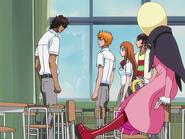 O67 Kurodo zostaje zdemaskowany przez Ichigo na oczach Orihime, Renjiego i Ririn