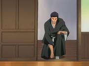 Kōkichirō informando a su Capitán y teniente la situación