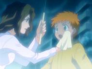O8 Masaki ociera twarz małego Ichigo