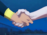 O10 Don Kanonji ściska rękę Ichigo