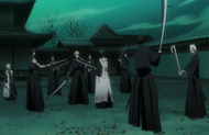 Ichigo surrounded by Shinigami